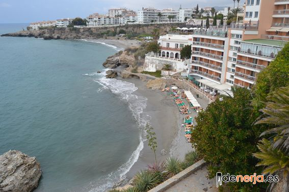 Playa La Caletilla en Nerja