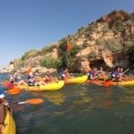 Los jugadores del Málaga en piragua por las playas de Nerja