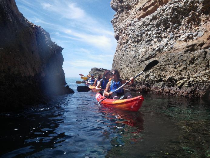 Ruta en kayak por los acantilados de Nerja y Maro